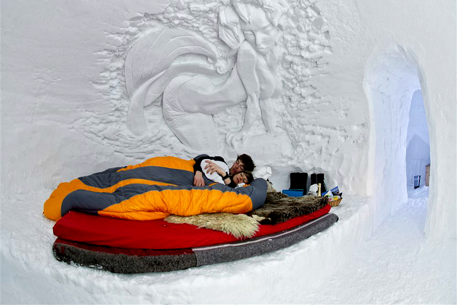 nouvel an en suisse dans un igloo by pichon voyageur. Black Bedroom Furniture Sets. Home Design Ideas