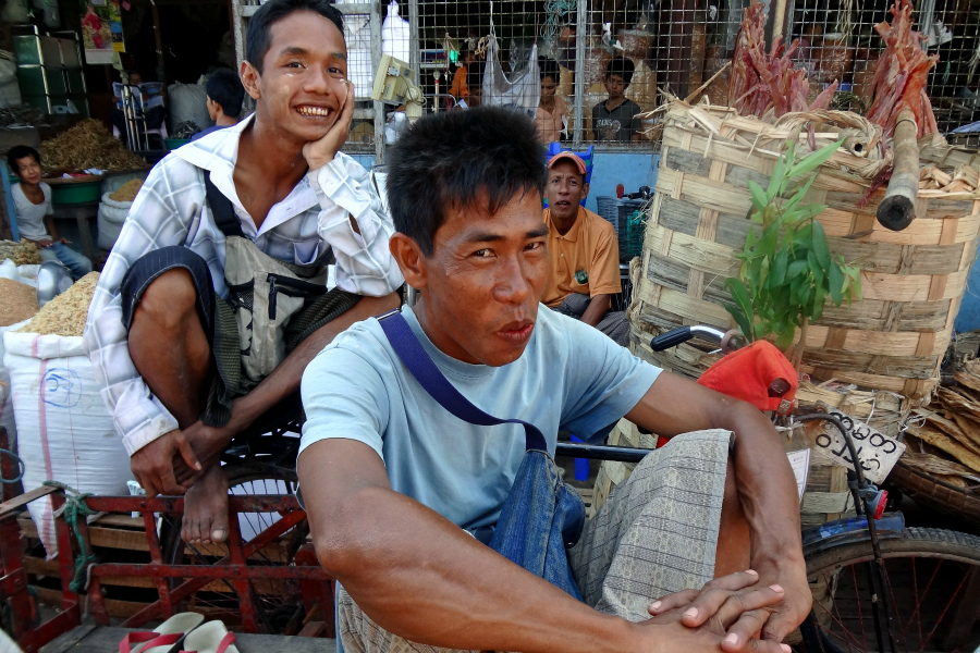 Myanmar : VIDEO marché birman